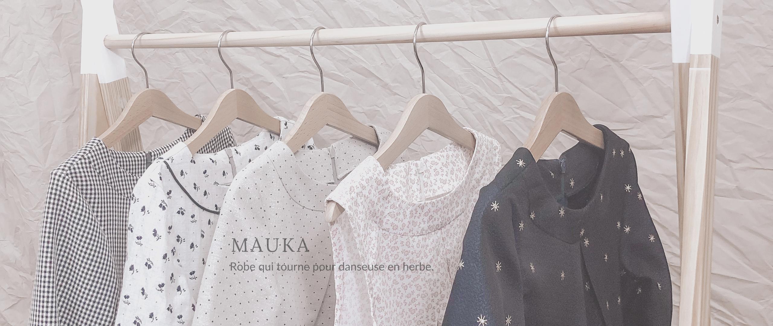 Robes Mauka sur penderie